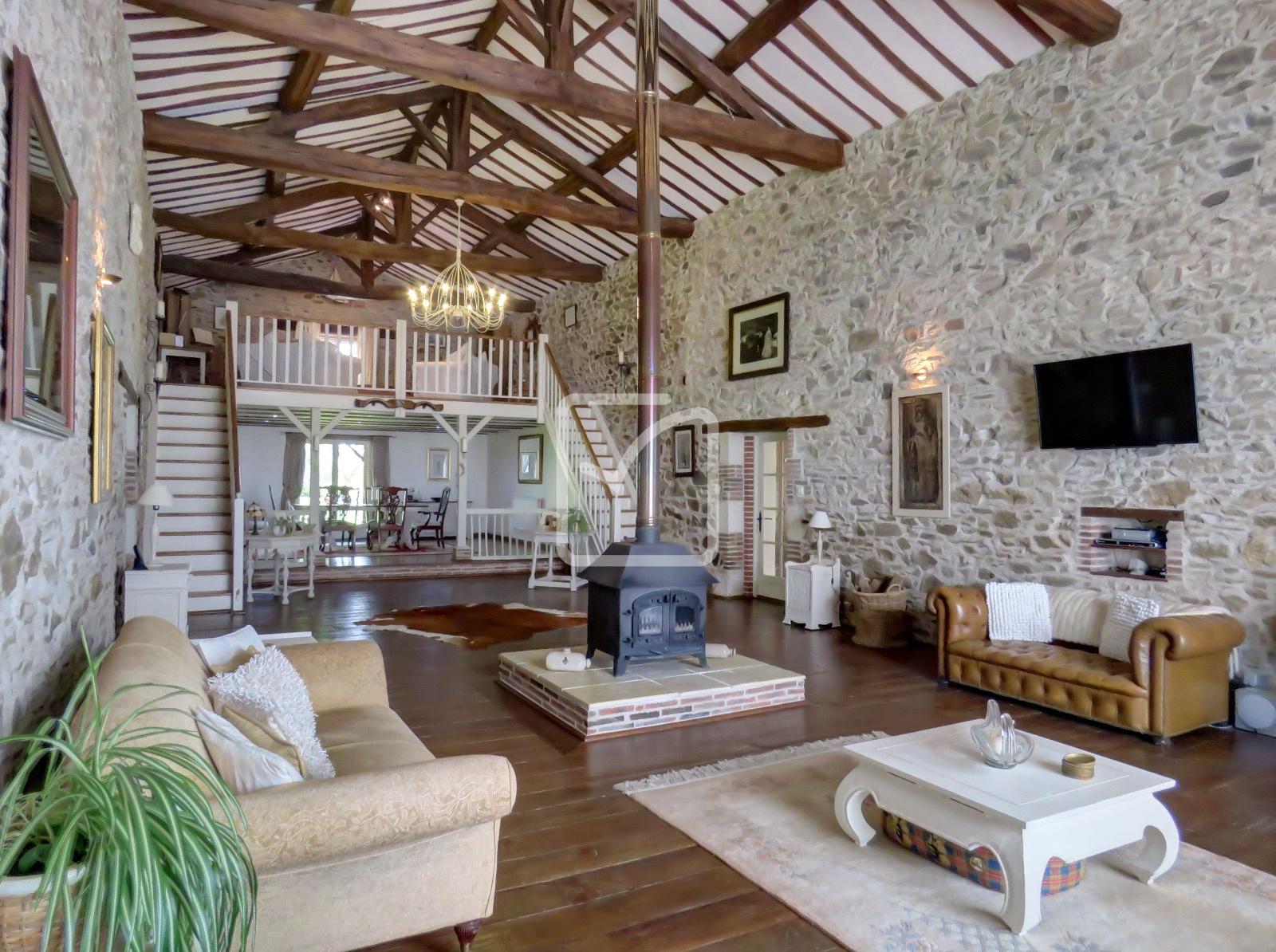 annonce vente maison la ch taigneraie 85120 297 m. Black Bedroom Furniture Sets. Home Design Ideas